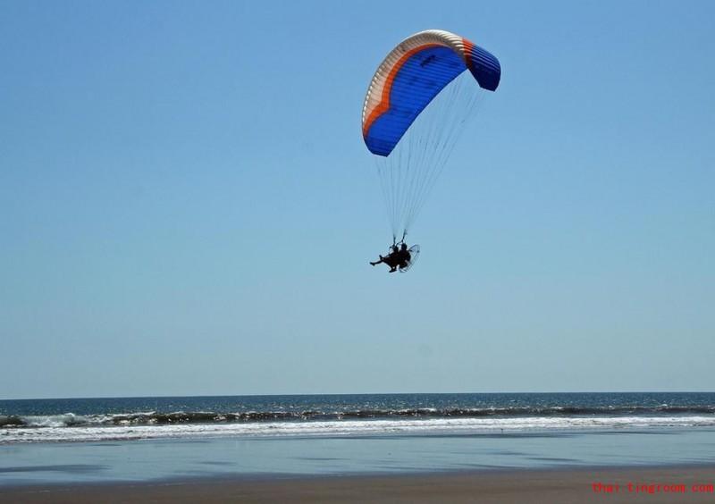芭堤雅动力滑翔伞