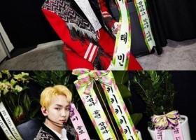 金起范收到泰民和崔珉豪送的花环,暖暖的友情