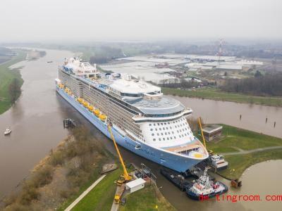 Dies ist das große Kreuzfahrtschiff. Foto: Christophe Gateau/dpa