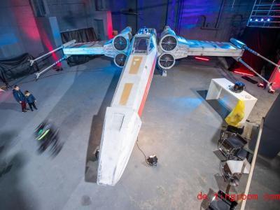 Diesen X-Wing haben Star-Wars-Fans nachgebaut. Foto: Jens Büttner/dpa-Zentralbild/dpa