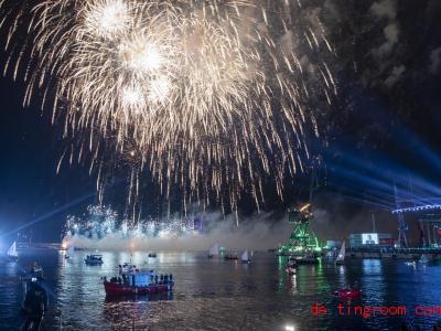 In Rijeka gab es am Wochenende ein großes Feuerwerk. Foto: Darko Bandic/AP/dpa