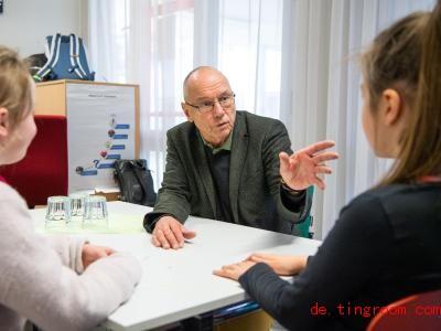 Matthias Kraemer weiß, wie man Streit schlichtet. Foto: Lino Mirgeler/dpa