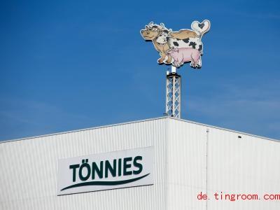 In einem Schlachthof werden Tiere zu Fleisch-Produkten verarbeitet. Foto: Friso Gentsch/dpa