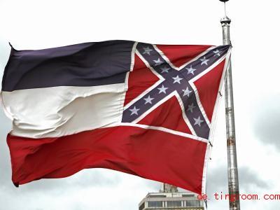 Diese Flagge soll bald nicht mehr für den Bundesstaat Mississippi wehen. Foto: Rogelio V. Solis/AP/dpa