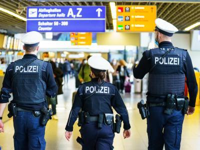 Die Arbeit der Polizei hat sich in der Corona-Krise verändert. Foto: Andreas Arnold/dpa