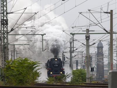 Wenn eine Dampflok kommt, hört und sieht man das meist von weitem. Foto: Daniel Schäfer/dpa-Zentralbild/ZB